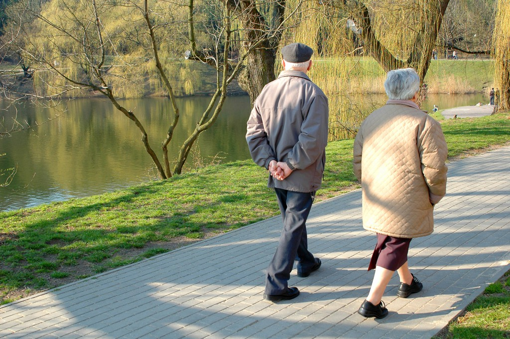 Healthy-image-Seniors-walking